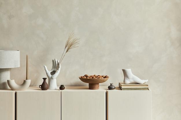 Стильная дизайнерская композиция интерьера уютной гостиной с копией пространства, комодом и личными принадлежностями. современный стиль. шаблон.