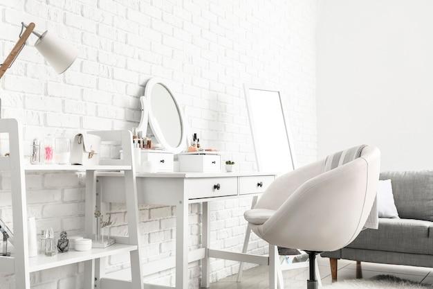 Стильный интерьер современной гардеробной