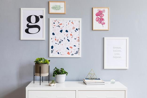 포스터 프레임 화장실 및 액세서리 템플릿을 모의로 한 세련된 거실 인테리어 디자인
