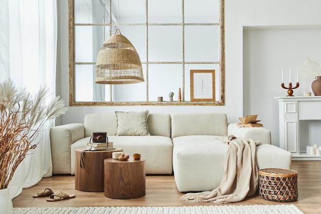 현대적인 가정 장식의 디자인 모듈식 소파와 우아한 액세서리가 있는 세련된 거실 인테리어