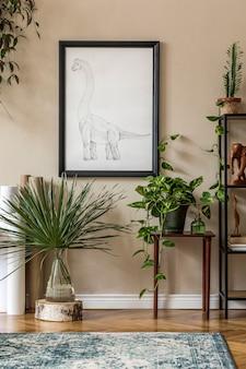 블랙 프레임, 디자인 가구, 많은 식물, 선인장, 카펫,지도 및 우아한 개인 액세서리가있는 거실의 세련된 복고풍 홈 스테이징. 빈티지 홈 장식 ..