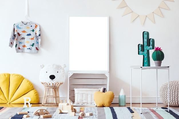 Стильный скандинавский интерьер детской комнаты с макетом постера в рамке с игрушками и шаблоном аксессуаров