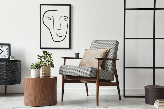 デザインアームチェア、黒のモックアップポスターフレーム、便器、木製のスツール、植物、装飾、ロフト壁、モダンな家の装飾のパーソナルアクセサリーを備えたリビングルームのスタイリッシュなスカンジナビアの構成。