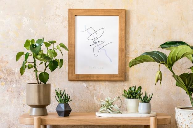 モックアップポスターフレーム、木製コンソール、植物構成、本、装飾、グランジ壁、モダンな家の装飾のエレガントなパーソナルアクセサリーを備えたリビングルームのスタイリッシュなスカンジナビアのインテリア。