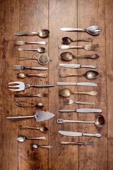 Стильная посуда на деревянный стол