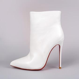 세련된 여성용 흰색 신발