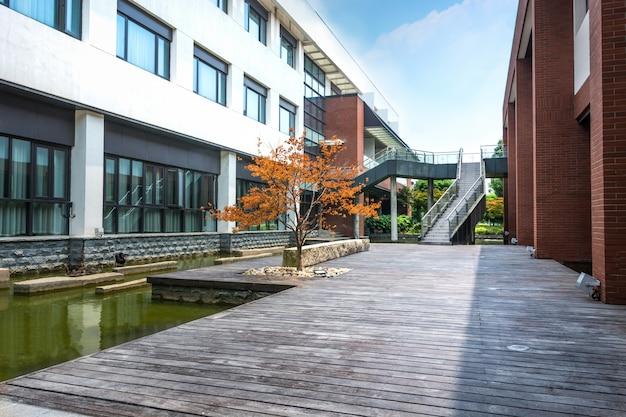 様式化された一般的な企業の近代的なオフィスビル