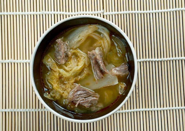 Suan cai - китайская квашеная капуста - это традиционная китайская маринованная китайская капуста.