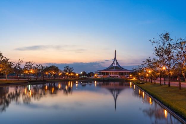 Suan luang rama ix park приятно отдохнуть после работы или отдыха