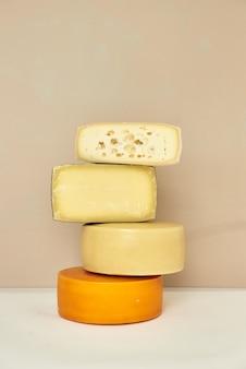 치즈의 질감이 보이는 부분에 있는 치즈의 피사체 사진
