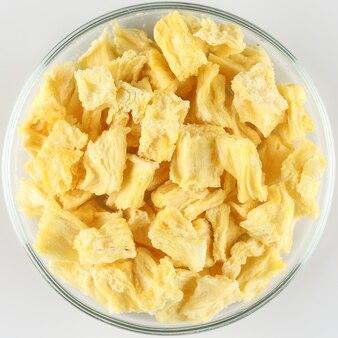 プレート上の昇華乾燥パイナップル片