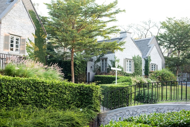 Пригородное жилье и сад