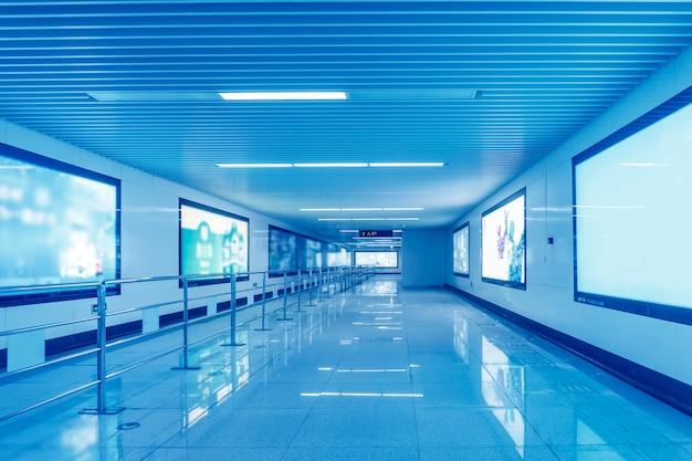 Блок освещения рекламного канала канала метро