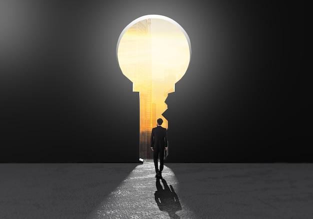 戦略を考えるための重要な成功の穴に歩いて成功するビジネスマン