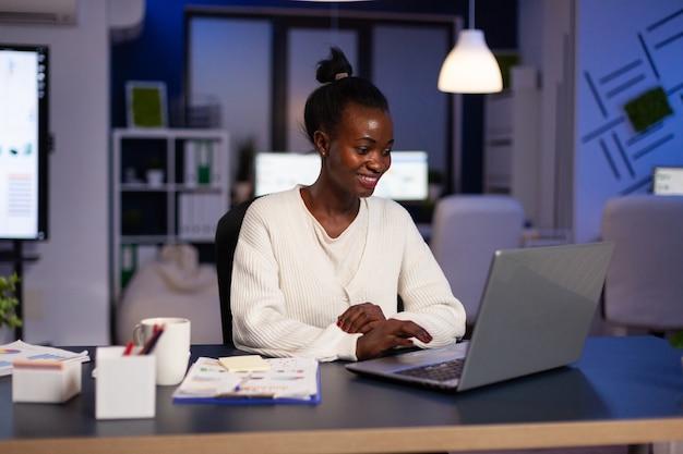 成功したアフリカ系アメリカ人の実業家タイピング会社の戦略