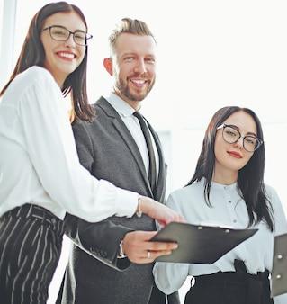 비즈니스 문서와 성공적인 비즈니스 팀