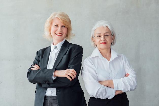 成功したビジネスウーマン。権限を与えられた女性会社