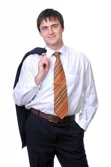 Успешный бизнесмен, одетый в белую рубашку.