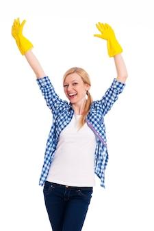 手を上げて成功した女性クリーナー