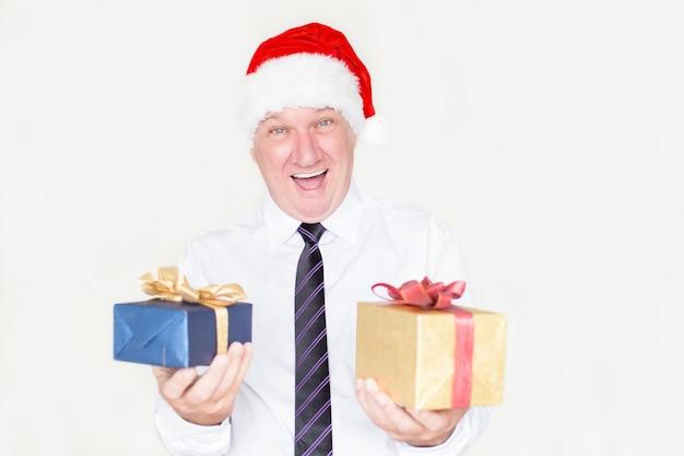 成功した男は、クリスマスプレゼントに興奮