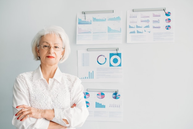 成功した成熟したビジネスレディ。女性のエンパワーメント
