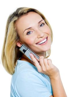 Chiamata di donna di successo nel telefono