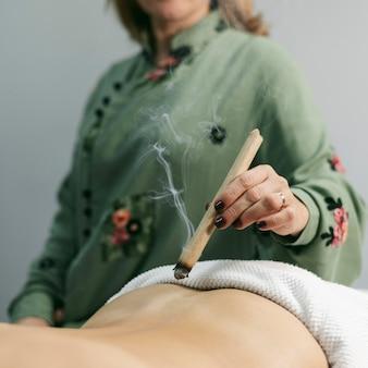 吸盤療法セッションのクローズアップ