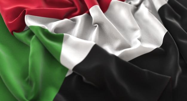 Bandiera del sudan ruffled splendamente sventolando macro close-up shot