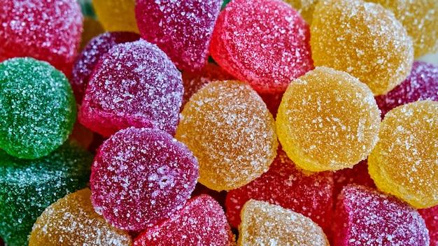 砂糖でコーティングされたゼリー。子供の頃のお菓子。