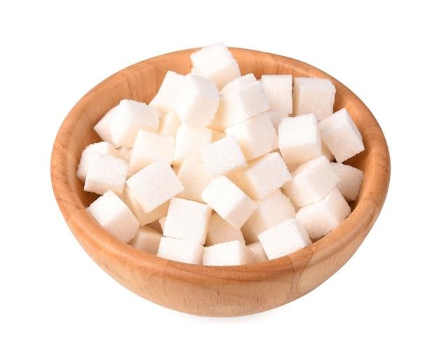 Кубики сахара, изолированные на белом фоне