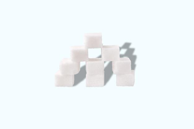 Пирамида из кубиков сахара