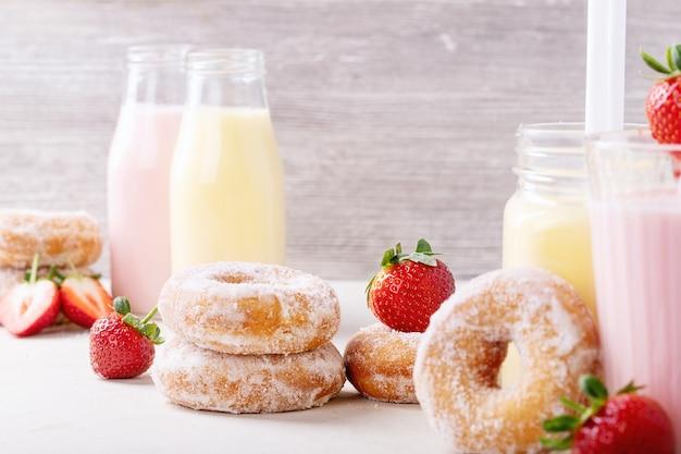 Sugar donuts served with milkshakes
