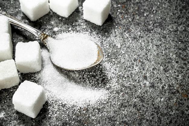Сахар в чайной ложке