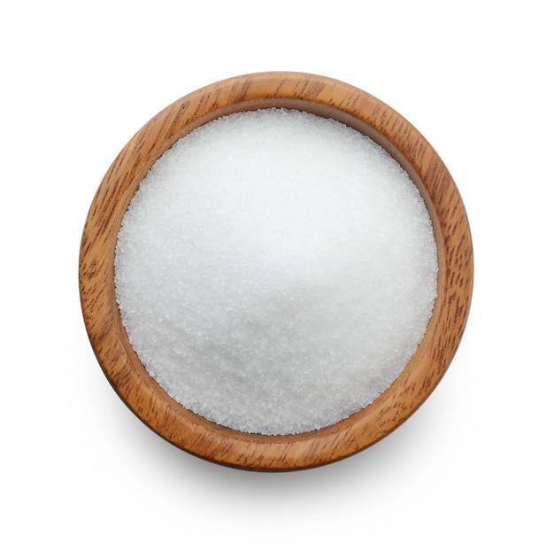 白で隔離のボウルの砂糖。