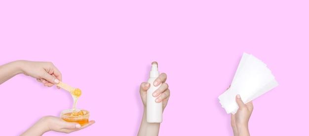 설탕, 스트립 및 로션용 설탕 페이스트. 제모 및 제모 제품. 분홍색 배경입니다.