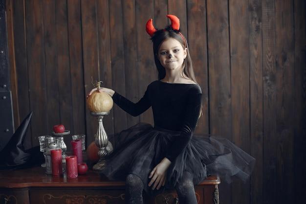 シュガースカル少女ハロウィーンの衣装とメイク。ハロウィーンパーティー。死霊のえじき。