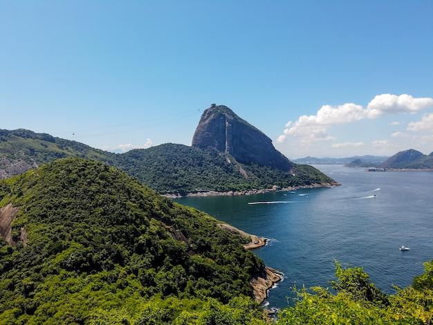 Гора sugarloaf увиденная под другим углом в рио-де-жанейро.