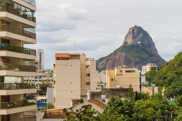 Sugarloaf mountain seen from the top of a building in the botafogo in rio de janeiro