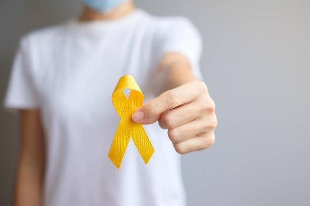 День профилактики самоубийств, месяц осведомленности о саркоме, костях, мочевом пузыре и детском раке, желтая лента для поддержки людей, живущих и больных. концепция здравоохранения детей и всемирного дня борьбы с раком