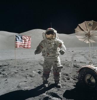 Костюм посадки астронавтов ходьбы луне