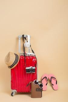 旅行者用アクセサリー付きスーツケース
