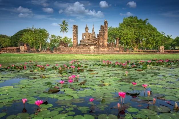 Исторический парк сукхотай в сукотаи, таиланд