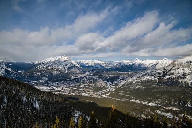 Гора сульфер в банфе, альберта в канаде