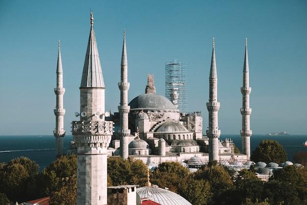 スルタンアーメドブルーモスク。イスタンブール、トルコ。空撮。
