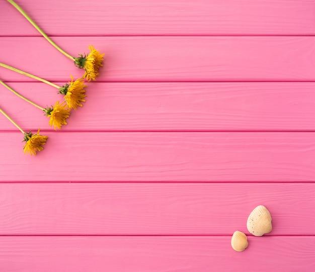 夏の抽象的な背景コーナー花ボーダーフレーム黄色タンポポ