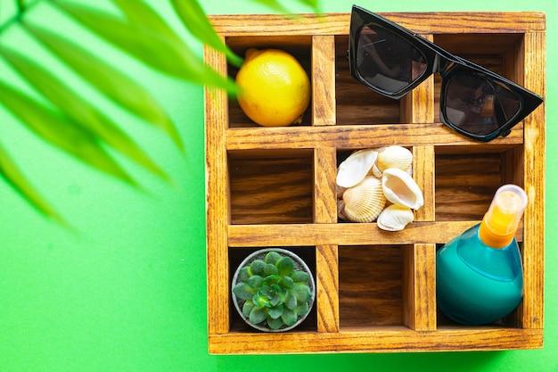 여름 액세서리 바다 바다 자외선 차단제 병 로션 태양 안경 조개 레몬