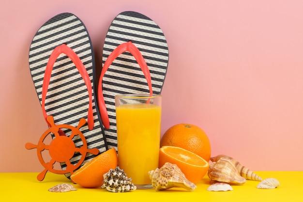 平手打ち、ジュース、オレンジ、貝殻を使った夏のアクセサリー