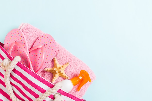 Summer bag with flip flops, starfish and spray bottle