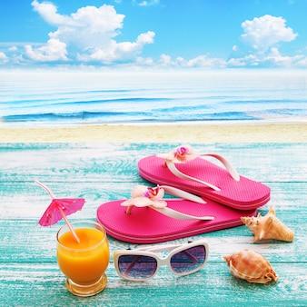 夏のビーチ、夏のアクセサリーのセット。夏休み