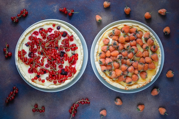 Summer berry tart pie with ricotta cottage cheese, red currant